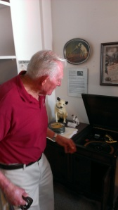 Dale Donaldsen discussing his Victrola and antique radios