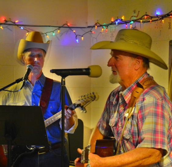 2016-01 Bob and Alvin playing guitar at Bashford