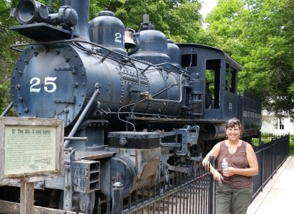 2016-05-22 13.54.14 Sherry by train in Garden City zoo