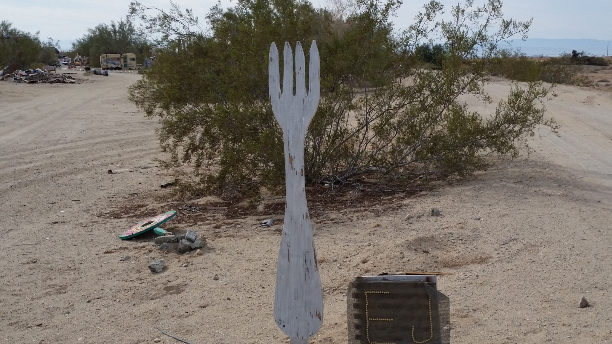 2017-12-23 Slab City Fork in the Road 12.09.48